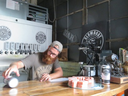 A crowler getting its label applied.