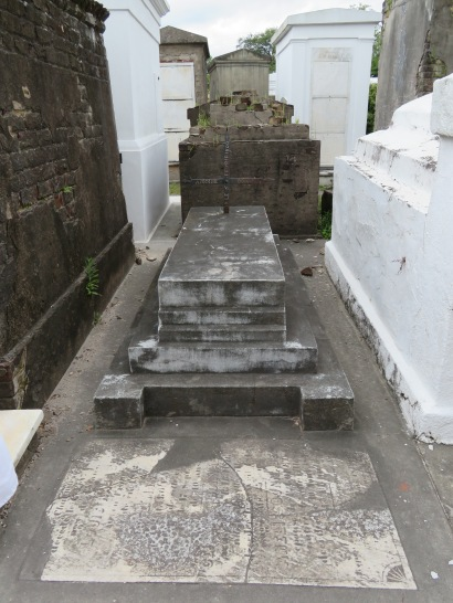 Step tombs are a common architectural feature seen in St. Louis Cemetery No. 1.